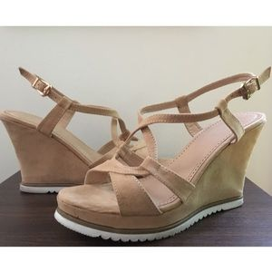 Sale! 🛍 Alexis Harrison Nude Suede Strappy Wedges
